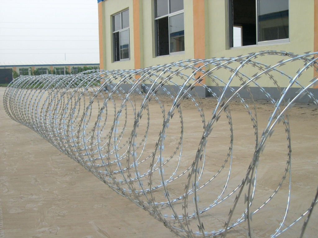 Rapid Deployment of Razor Wire - Concertina Razor Wire
